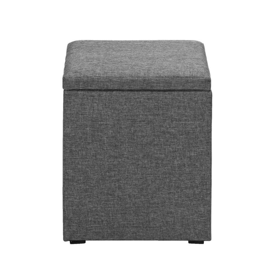 Deze leuke Kasper hocker staat leuk naast je stoel, sofa of bed. Het design is lekker simplistisch en dat maakt de hocker zeer modulair. Combineer dit veelzijdig product op jouw manier.