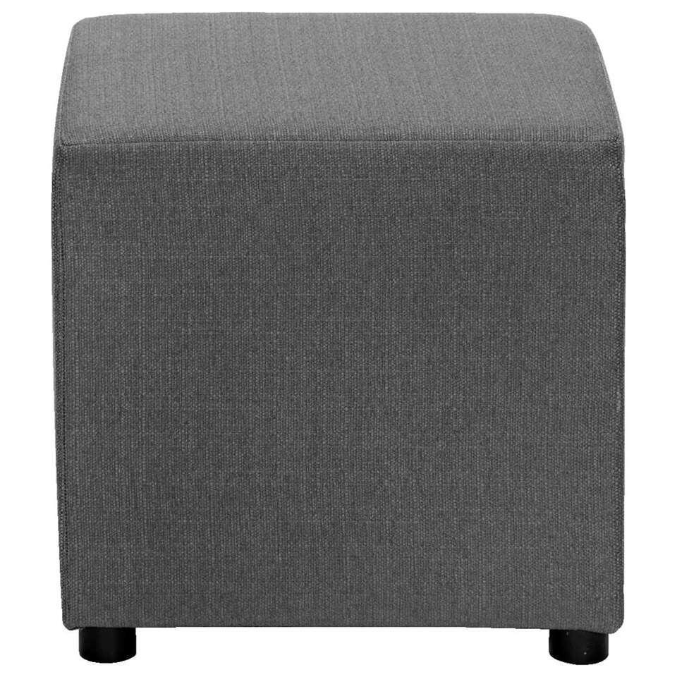Hocker Noah is een veelzijdig meubelstuk. Het kan gebruikt worden als voetenbankje en als bijzettafel. Dit bankje in trendy antracietgrijs heeft een stoere uitstraling en zal in elk interieur goed van pas komen.