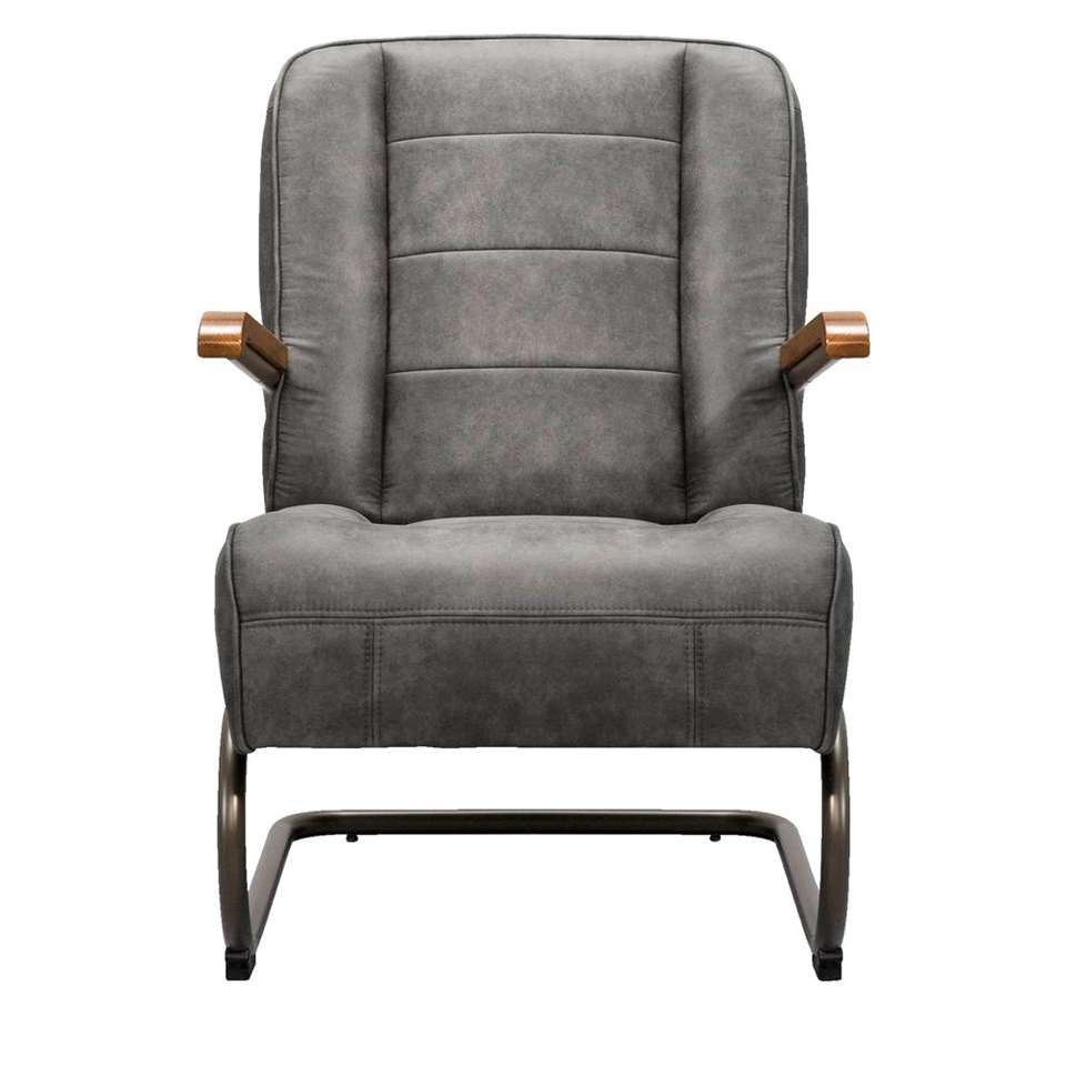 Fauteuil Ivar is een strak vormgegeven industriële fauteuil. Deze leatherlook stoel heeft een vintage grijze kleur en is gestoffeerd met de stof Cowboy.