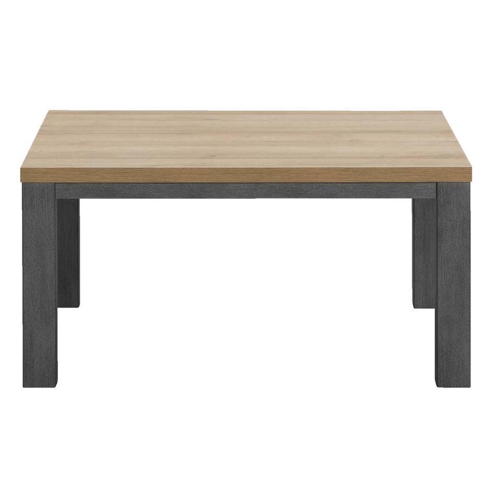 Salontafel Finn is bij Leen Bakker verkrijgbaar in een mooie eikenkleur uitvoering. De tafel heeft een stoere uitstraling en combineert perfect met andere houten meubelen in huis.