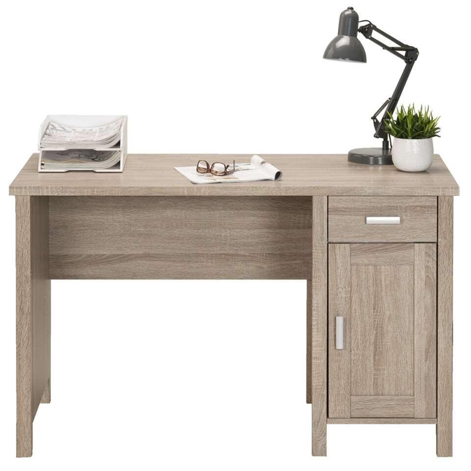Le bureau Titan a un aspect classique et sa couleur chêne grisé clair lui apporte un look chaleureux et naturel. Il est pourvu d'une porte et d'un tiroir, ce qui offre suffisamment d'espace de rangement.