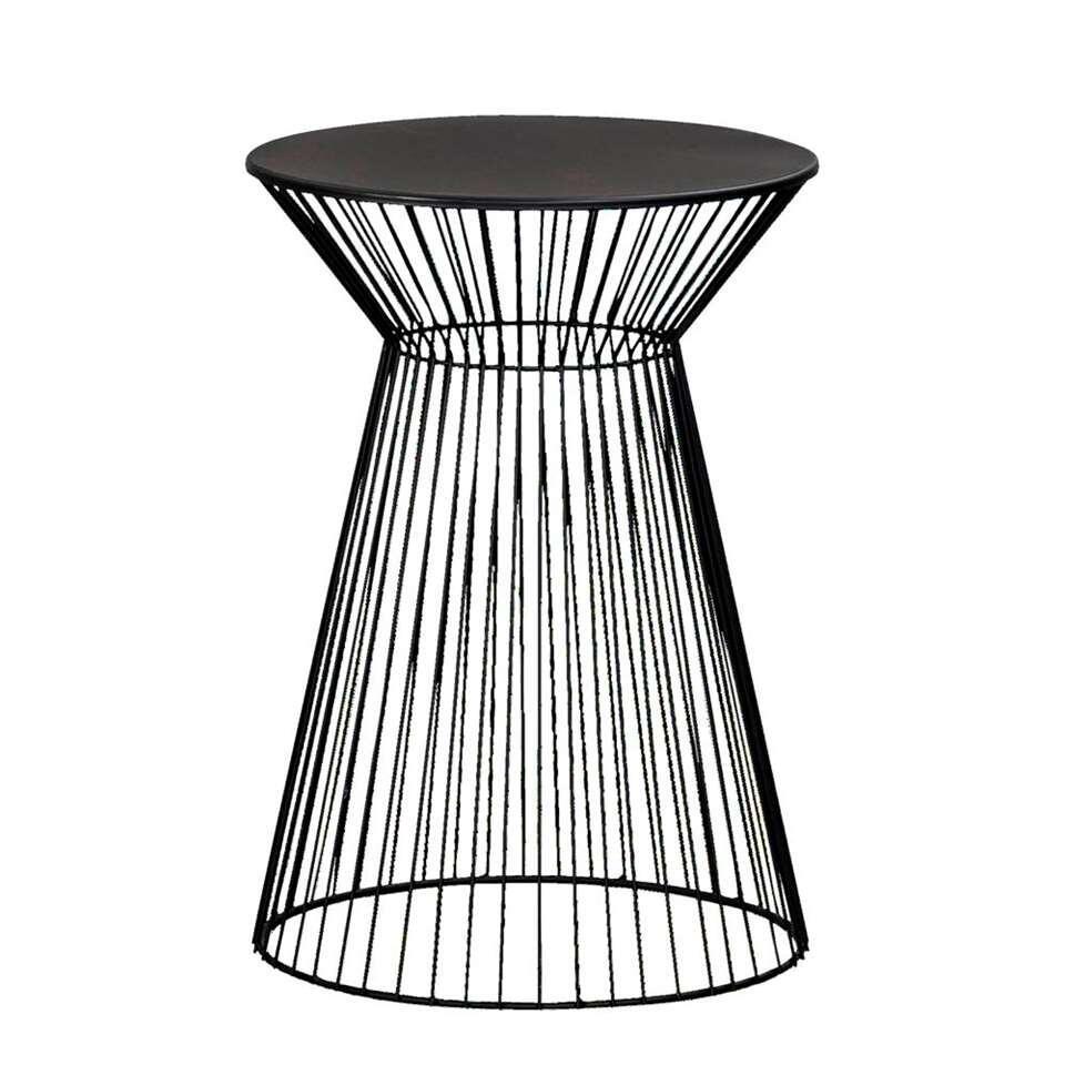 Bijzettafel Napels is een moderne tafel van metaal. Het tafeltje is zwart. Napels biedt veel ruimte om leuke decoratie of handige dingen op te zetten en te leggen.