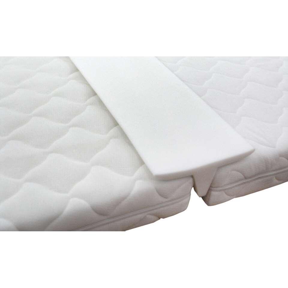 Een matraswig is de perfecte oplossing om de naad tussen twee matrassen te verbergen. Geschikt voor matrassen van 200 cm lang.