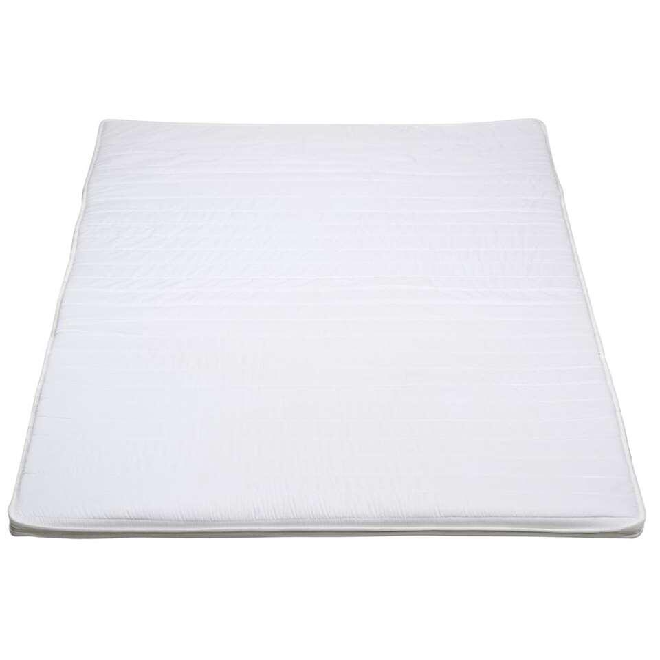 Grâce au surmatelas Basic, vous améliorez le confort de votre matelas actuel. Pourvu d'une housse en polyester blanche, le surmatelas est également facile à entretenir.