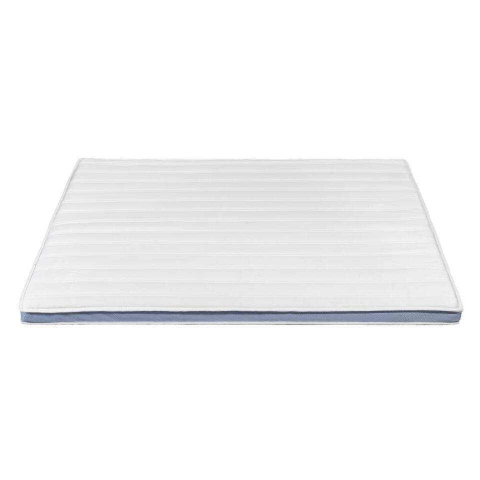 De topdekmatras Supreme verbetert de ondersteuning waardoor je meer comfort en minder drukpunten ervaart tijdens het slapen. De topdekmatras beschermt je matras tegen vuil en is makkelijk te reinigen.
