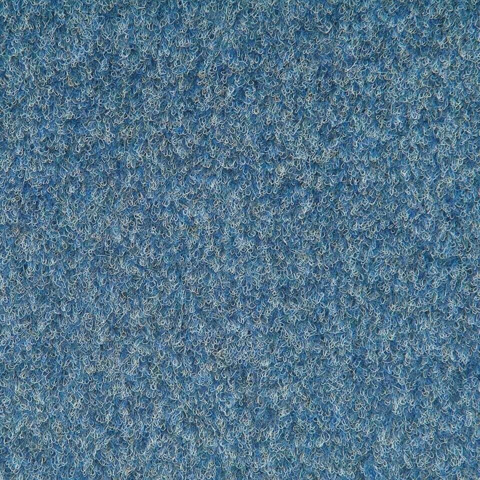 <p>ENKEL ONLINE VERKRIJGBAAR. Tegel Orlando is een blauwe tapijttegel in haarvilt. Orlando heeft een polyflex rug en afmetingen van 50x50 cm. De tegel wordt per stuk verkocht.</p>