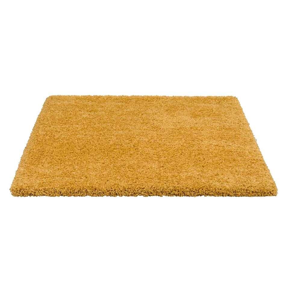 Tapijt Luxury is een hoogpolig tapijt in een okergele uitvoering. Dit tapijt is superzacht en heeft een rijke en luxueuze uitstraling.