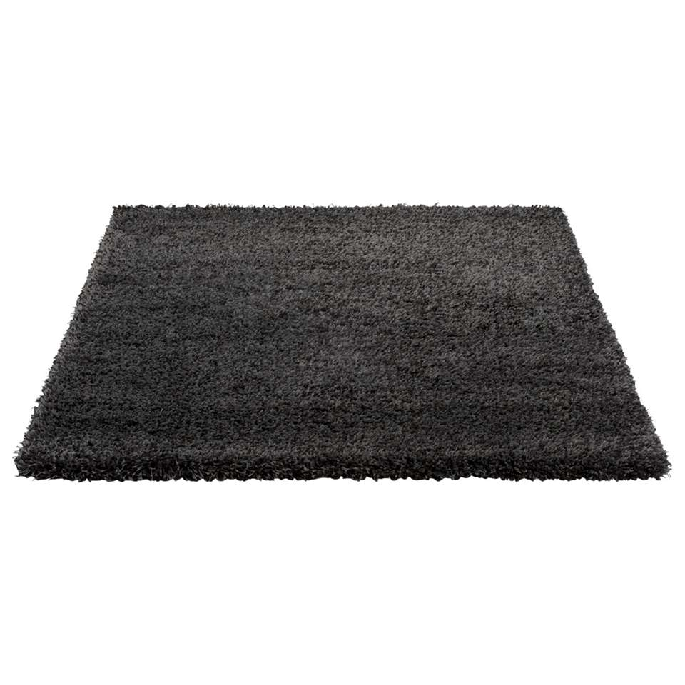 Tapijt Luxus is een hoogpolig tapijt met een zware kwaliteit. Het tapijt heeft een antracietkleur en afmetingen van 160x230 cm.