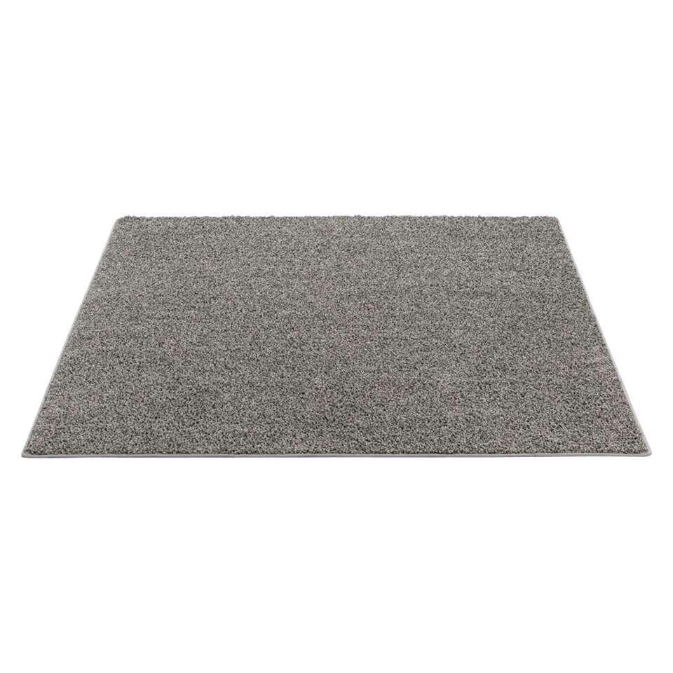 Tapijt Sfinx is een zacht tapijt. De grijze kleur is goed te combineren met talloze kleuren.