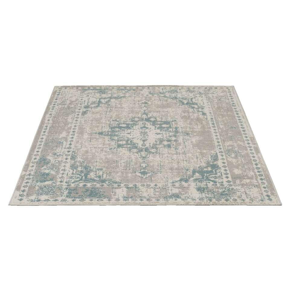 Tapijt Vintage is een groot tapijt met een afmeting van 200x290 cm. Het tapijt is geweven en heeft een authentieke vintagelook in de kleur aqua.
