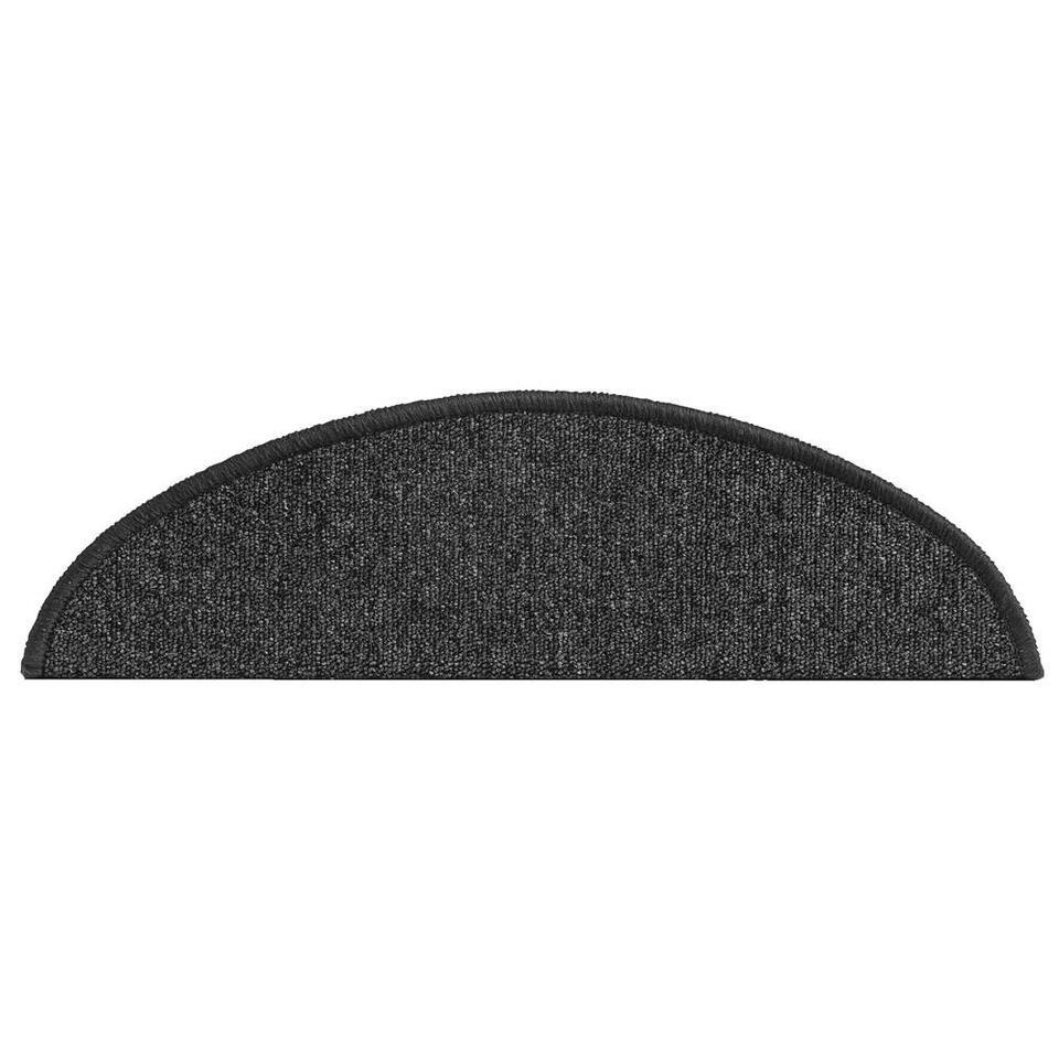 Met deze trapbekleding geeft u de trap meteen een sfeervolle, moderne uitstraling. Trapmat Sprintstep in de kleur zwart is gemaakt van sterk polypropyleen en gaat jaren mee. Wordt verkocht per 16 stuks.