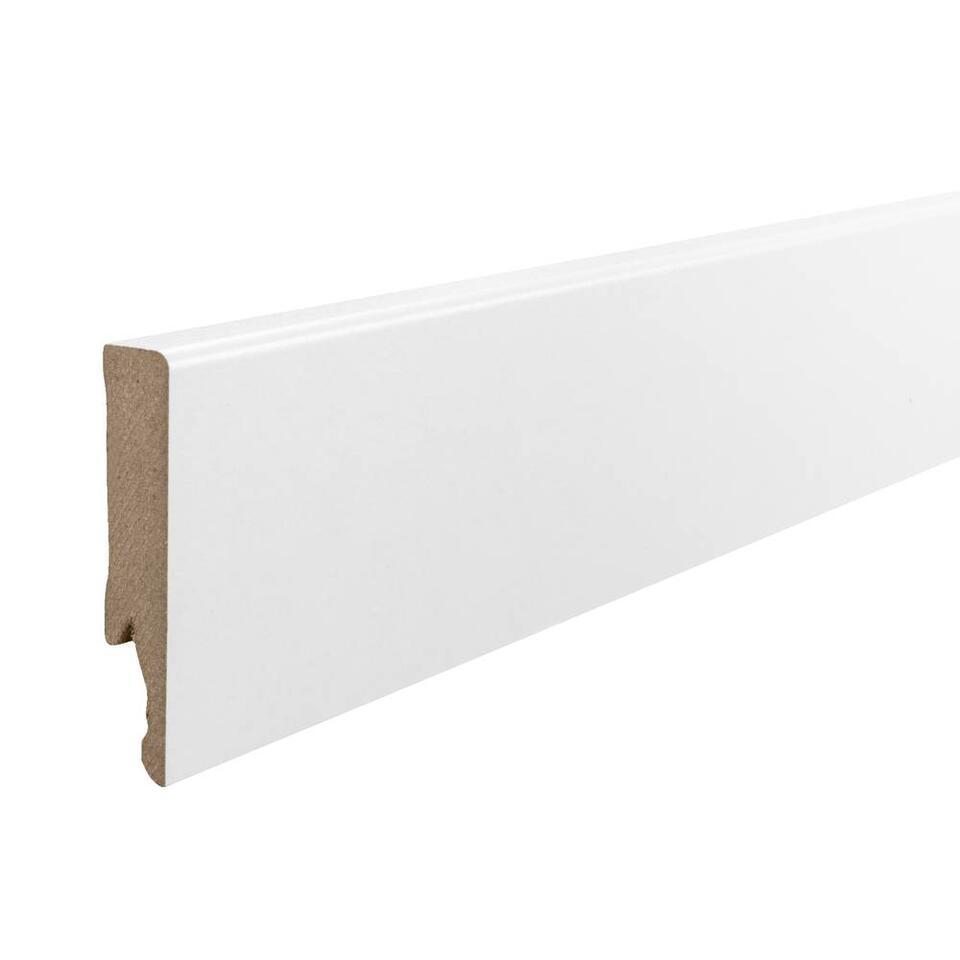 Een moderne witte MDF plint met een lengte van 240 cm. Witte plinten zijn eenvoudig te combineren met verschillende soorten laminaat en zorgen voor een frisse uitstraling. Enkel online verkrijgbaar.