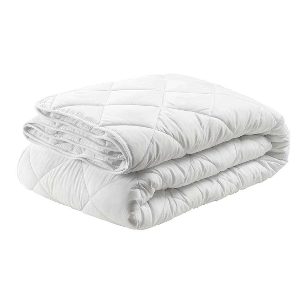 Couette Sedna 4 saisons peut être utilisée toute l'année! Une couette 4 saisons synthétique et agréable au coutil souple en polyester et au remplissage de fibres en polyester élastique. Dimensions 240x200 cm.