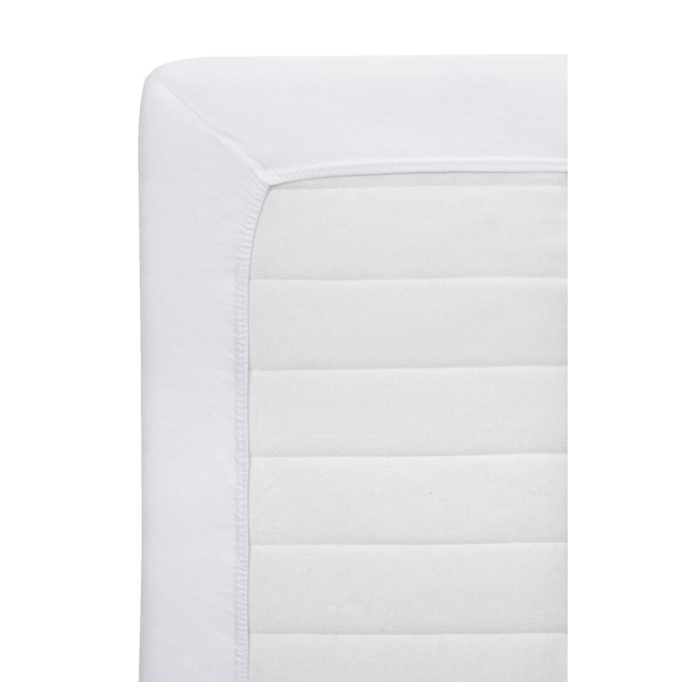 Ce drap housse Jersey blanc ne peut manquer en maison. Il est en coton et délicieusement doux. Le drap a des dimensions de 140 sur 200 cm.