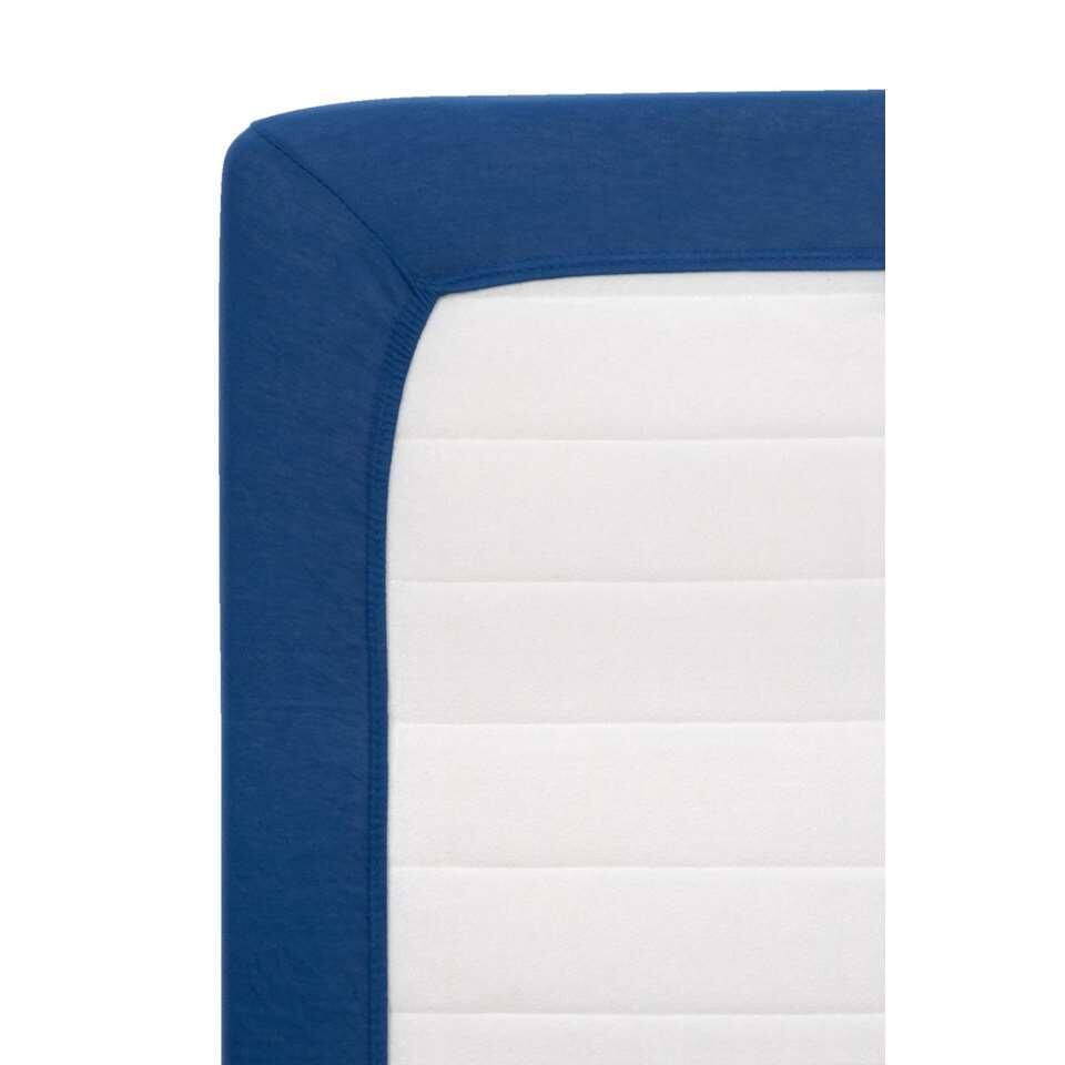 Met dit hoeslaken Jersey krijgt uw slaapkamer extra karakter. Het laken is gemaakt van duurzaam katoen en gaat dus jaren mee. Daarnaast heeft het een stijlvolle donkerblauwe kleur.
