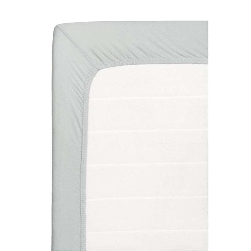 Ce drap-housse doux est fait de coton jersey. Ce drap-housse de 140x200 cm est gris.