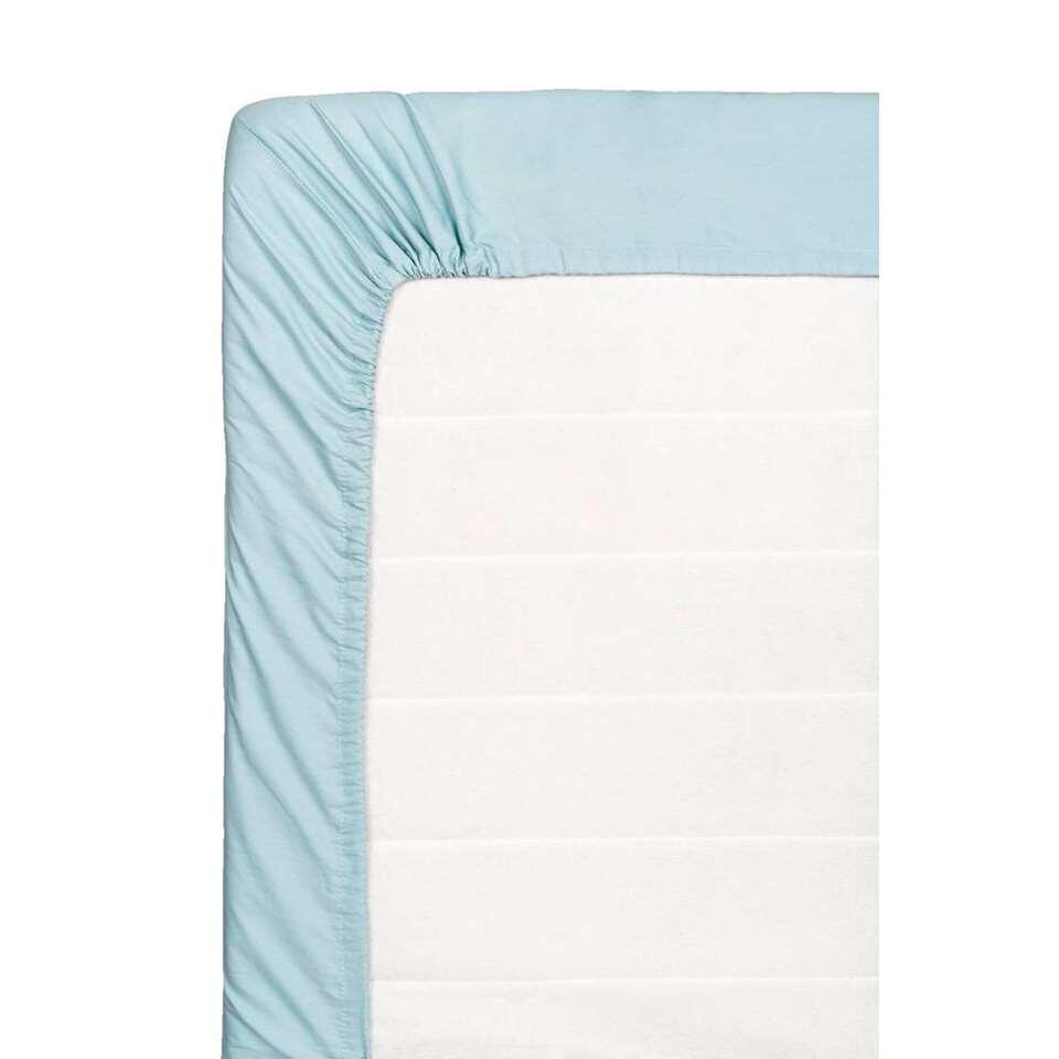 Ce drap-housse doux est fait de coton percale. Ce drap-housse de 160x200 cm est bleu pierre.
