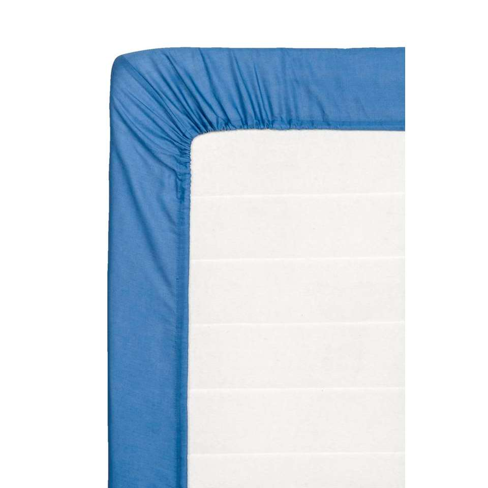 Dit zachte hoeslaken is gemaakt van katoen en is blauw van kleur. Dit hoeslaken heeft een afmeting van 90x200 cm.