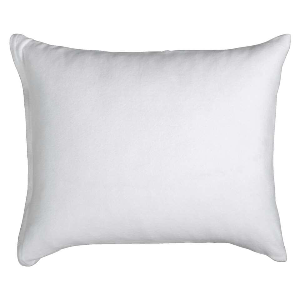 Endormez-vous confortablement sur cette taie Molleton ! L'ensemble comporte deux taies d'oreiller blanches avec des dimensions de 60x70 cm. Les taies sont faites de coton (50%) et de polyester (50%).