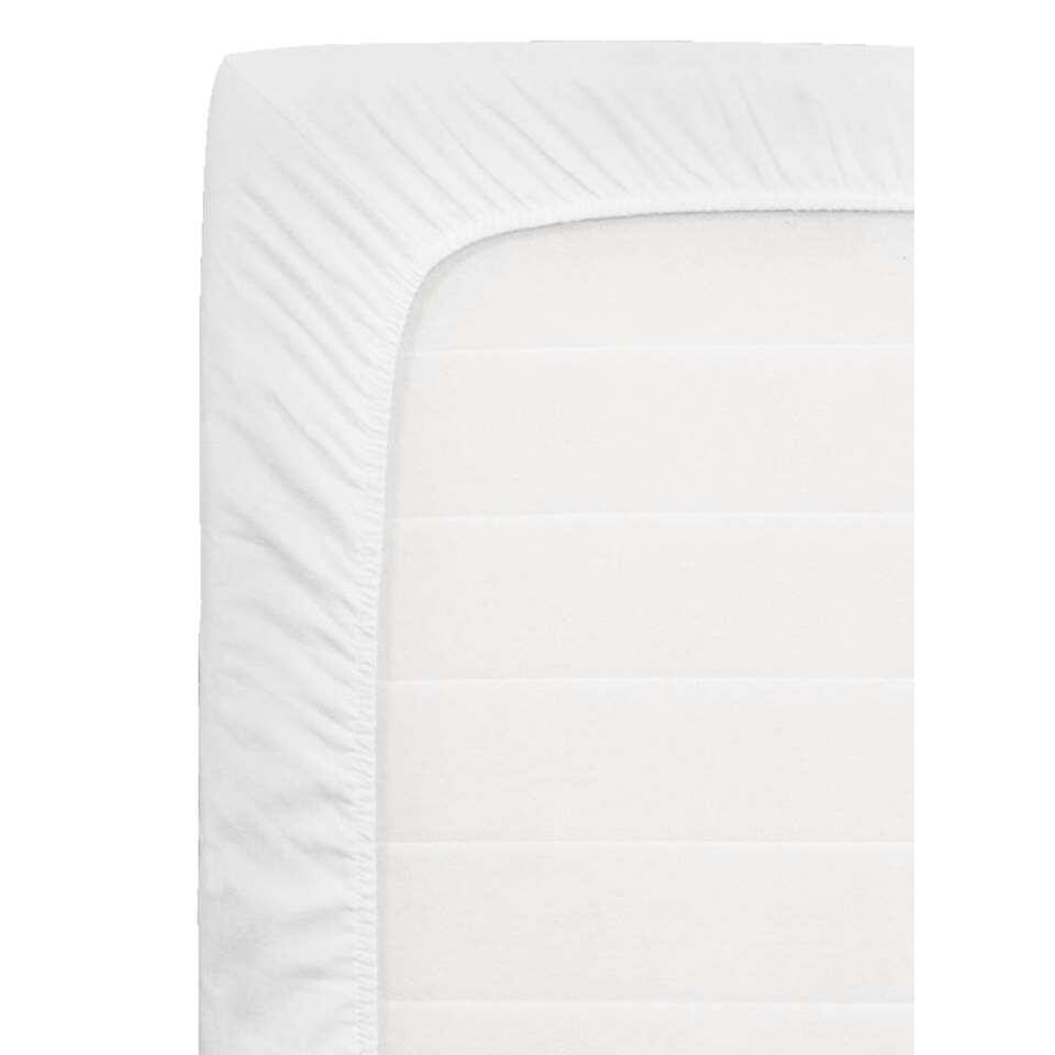 Ce surmatelas molletonné est un molleton doux fait en 100% coton aux dimensions de 90x200x10 cm. Afin de protéger votre surmatelas contre l'humidité et les impuretés, il faut d'abord mettre un molleton et après un drap-housse.