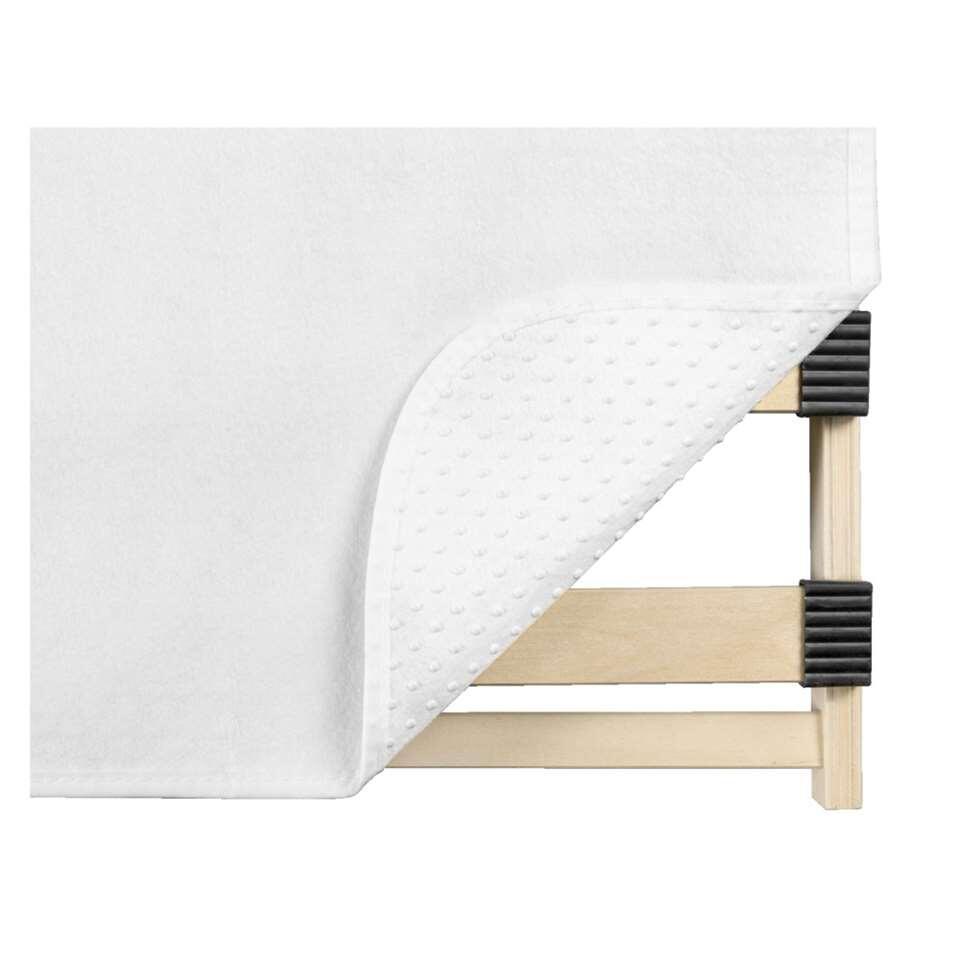 Ce protège-sommier de 90x200 cm protège votre matelas et sommier de façon optimale grâce aux nopes anti-dérapantes. Le protège-sommier isole bien mais laisse passez l'air. Fait de 100% polyester.