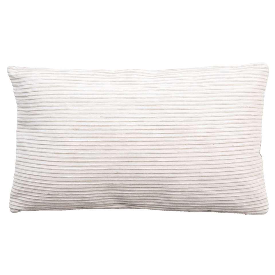 Maak uw zetel af met sierkussen Ben in een off-white kleur. Met dit leuke sierkussen creëert u ook sfeer en warmte in huis. Het is gemaakt van 100% katoen en voelt aangenaam zacht aan.