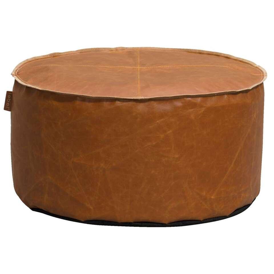 Lebel pouf Jens est un beau pouf en couleur cognac aux dimensions de 60x30 cm. Ce pouf confortable est fait en similicuir et convient dans un intérieur robuste. Le pouf a une finition jolie et un bord piqué.