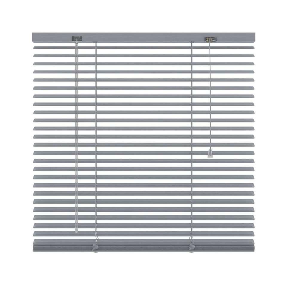 Ce store vénitien horizontal en aluminium est 220x180 cm et 25 mm de large. Le maniement comprend une manivelle d'orientation et un cordon de tirage.
