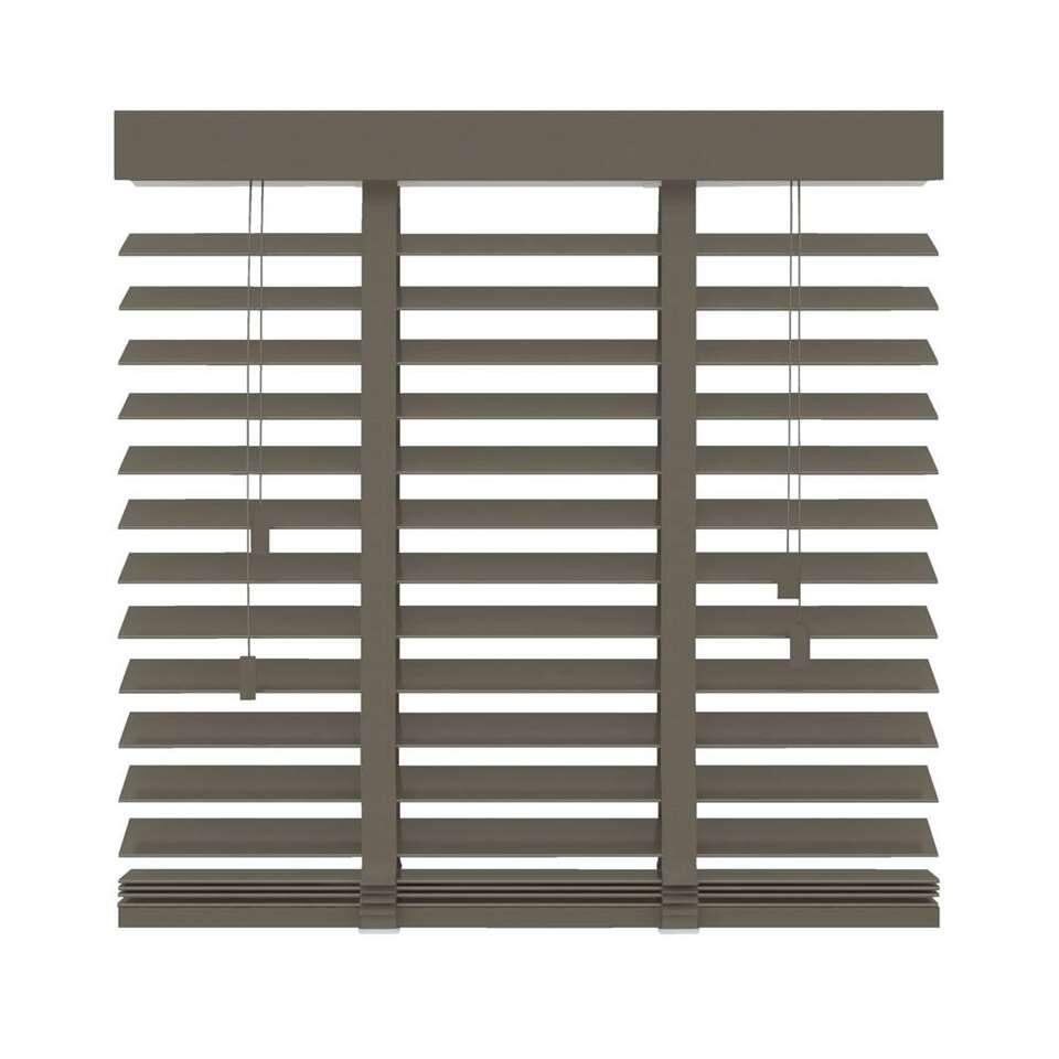 Ce store FSC® vénitien horizontal en bois est 180x220 cm. Lamelles larges de 50 mm. Déterminez vous-même la quantité de lumière en basculant les lamelles.