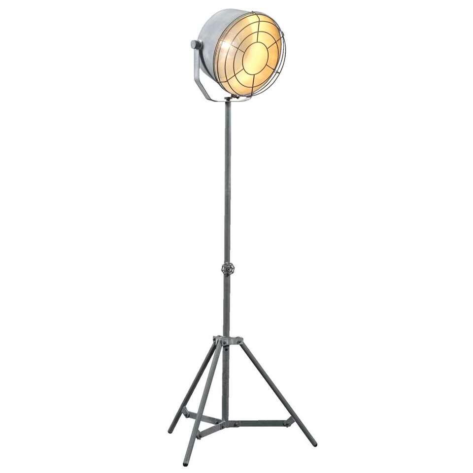 Vloerlamp Bob is een trendy lamp met een industriële look. Deze stoere lamp is gemaakt van metaal en heeft een stoere cementkleur. De hoogte van de staande lamp is 140 cm. Inclusief recupel.