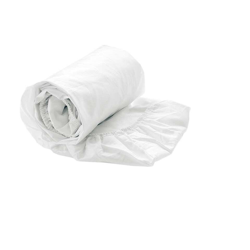 Ce drap-housse luxueux est fait en coton fin et très doux. Le drap-housse convient à des matelas avec une largeur de 160 cm, une longueur de 200 cm et une épaisseur jusqu'à 35 cm.