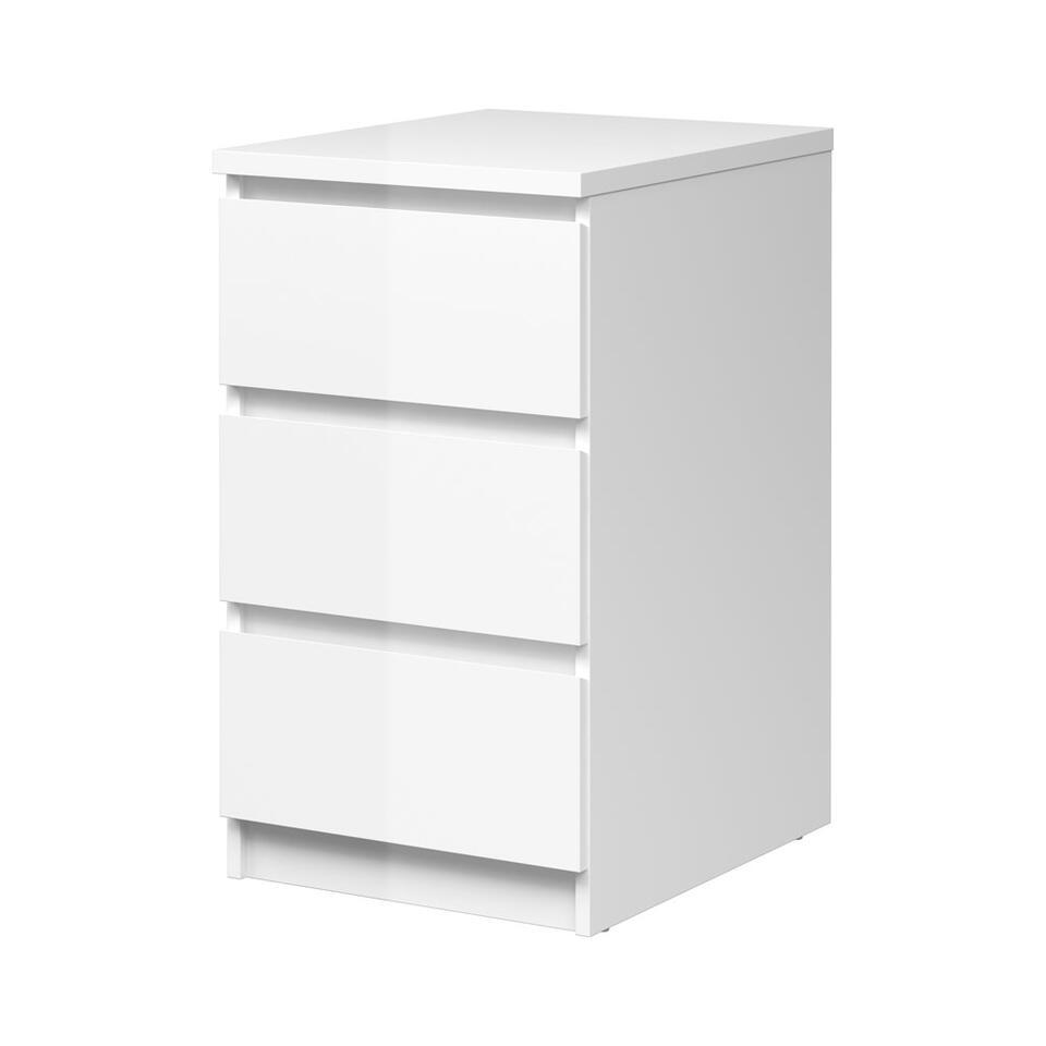 Ladekastje Naia is een compacte kast met 3 laden. Plaats hem naast je bed als nachtkastje of onder het bureau als extra opberger. De hoogglans witte ladekast heeft een afmeting van 40,2x50x70,1 cm.