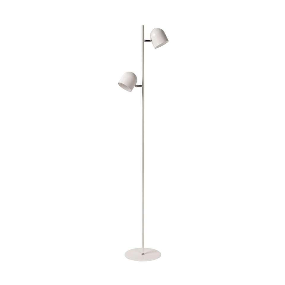 Deze subtiele vloerlamp Skanska is erg sierlijk dankzij zijn pure vorm. Fijn, maar stevig. Verrassend, maar functioneel.