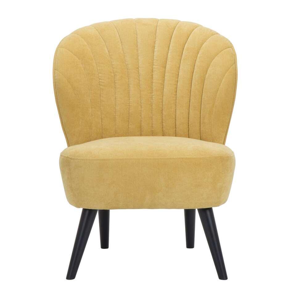 De Ventura is een mooi vormgegeven fauteuil in een opvallende fijne, gele stof. Het onderstel zorgt voor een speelse en eigentijdse uitstraling die bij ieder interieur past!