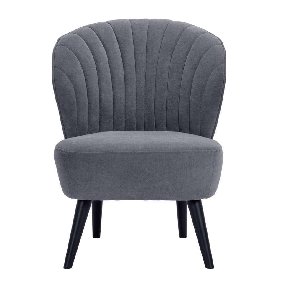Le fauteuil Ventura en tissu gris est facilement à intégrer dans votre intérieur. Ce fauteuil d'un design magnifique a des pieds obliques. Original et à la mode!