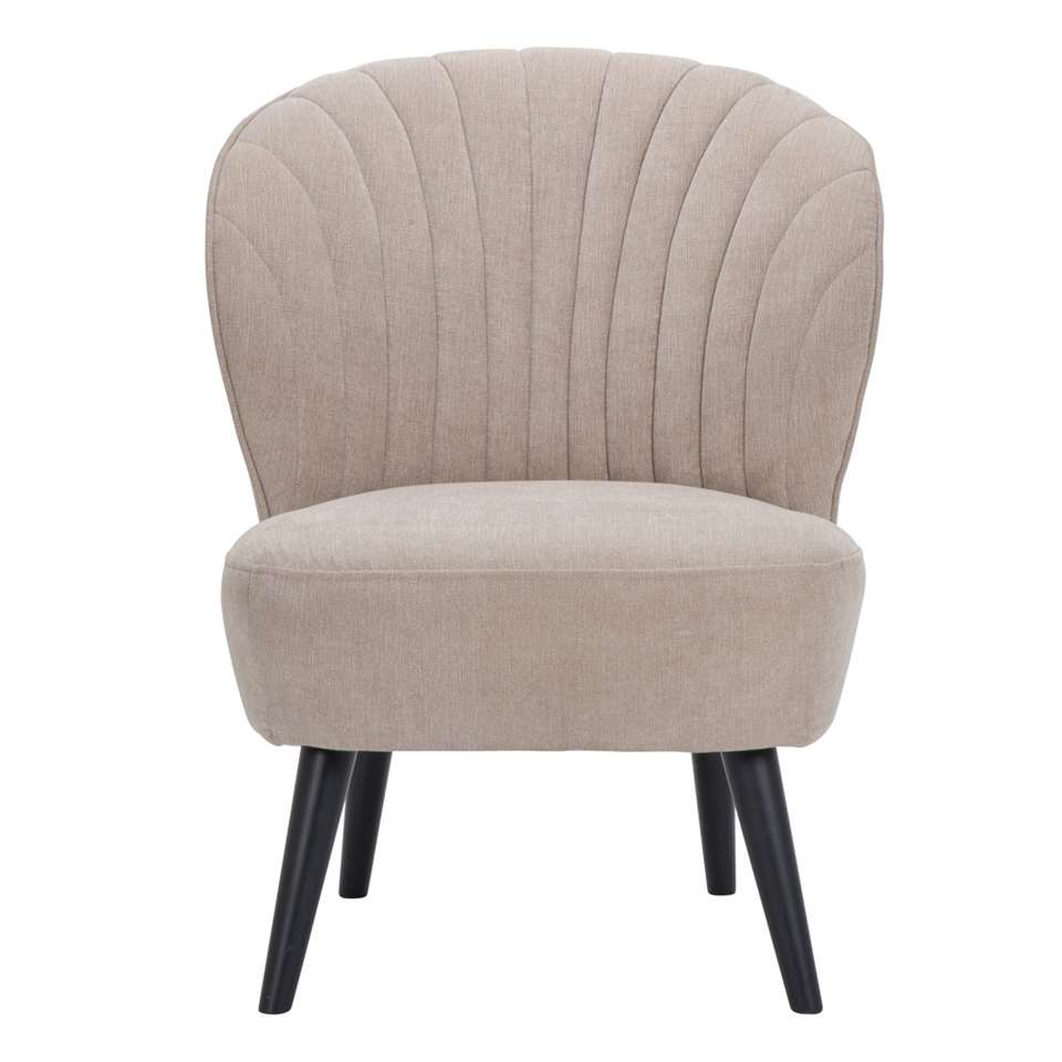 Fauteuil Ventura is een mooie vormgegeven fauteuil uitgevoerd in een fijne, beige stof met zwarte poot. De zwarte poot zorgt voor een hippe uitstraling die bij ieder interieur past!