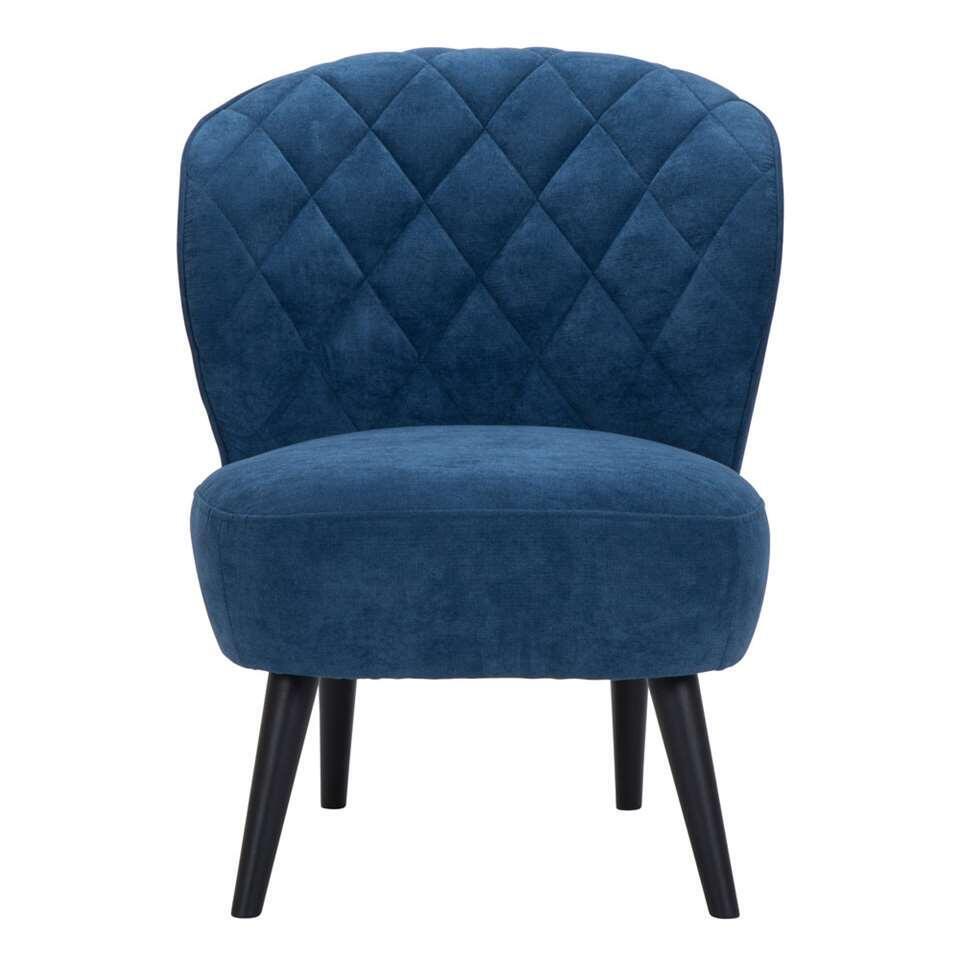 De Vita is een retrolook fauteuil die absoluut niet mag ontbreken in uw inrichting! Deze mooie vormgegeven fauteuil is uitgevoerd in een fijne, donkerblauwe stof met zwarte poot.