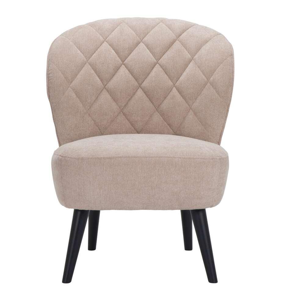 Retrolook fauteuil Vita mag absoluut niet ontbreken in uw inrichting! Deze mooie vormgegeven fauteuil is uitgevoerd in een fijne, beige stof met zwarte poot. De zwarte poot zorgt voor een hippe uitstraling die bij ieder interieur