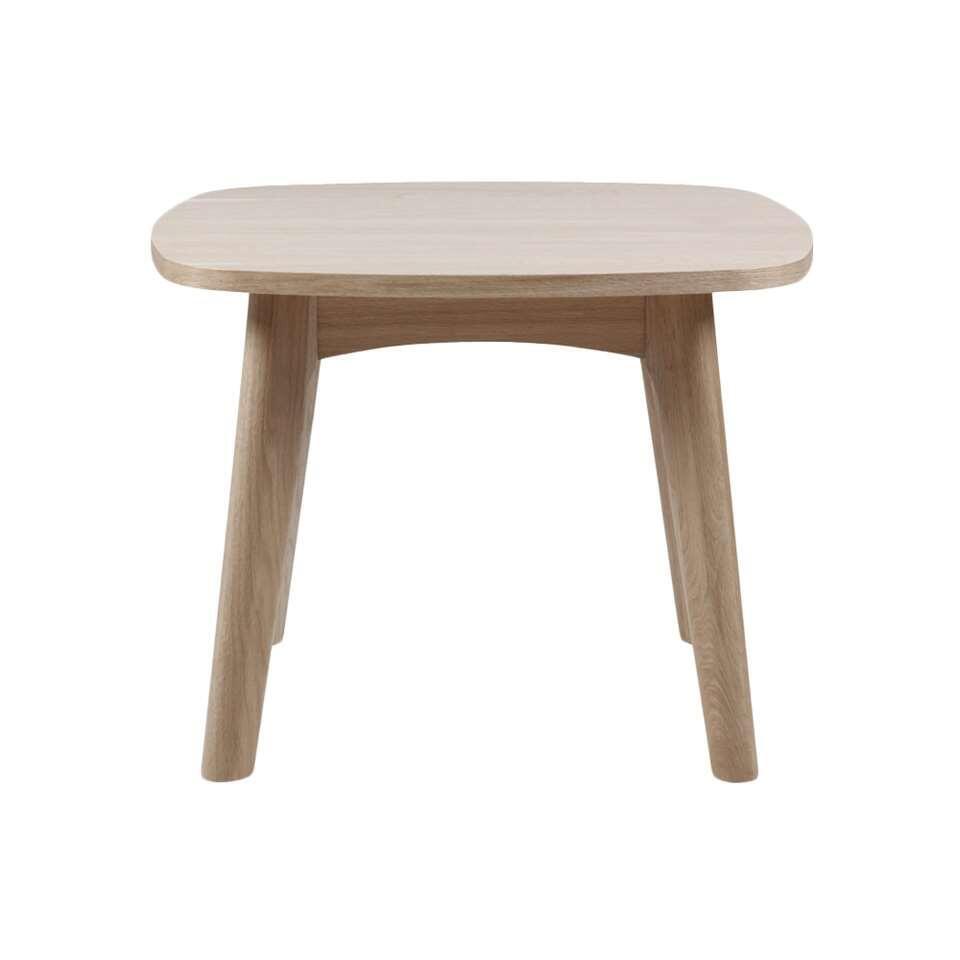 Bijzettafel Lundo heeft een wit eikenkleur en is een praktisch tafeltje dat niet mag ontbreken in een interieur met een Scandinavische look. Zet dit tafeltje naast de zetel of naast je favoriete fauteuil.