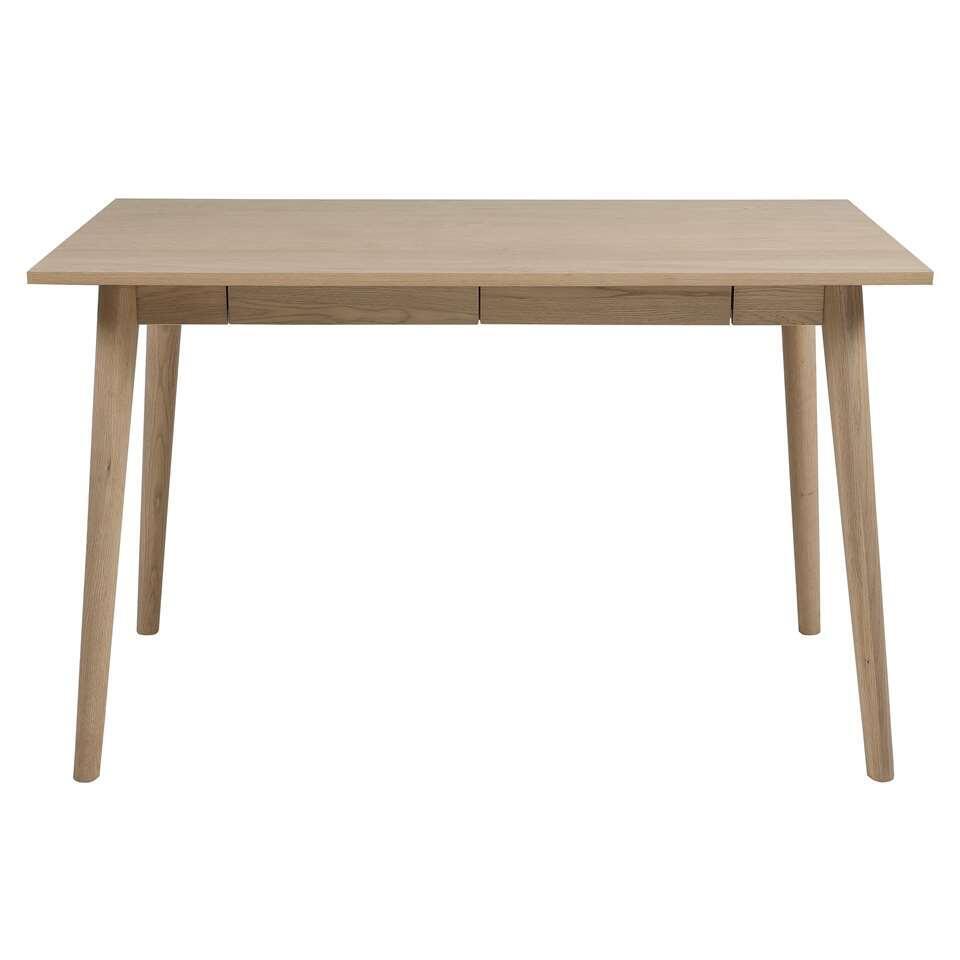 Bureau Lundo heeft een eikenkleur en heeft twee lades. Het bureau heeft een blad van MDF en massief houten poten. Het Scandinavische design maakt dit bureau een ware eyecatcher in je interieur.