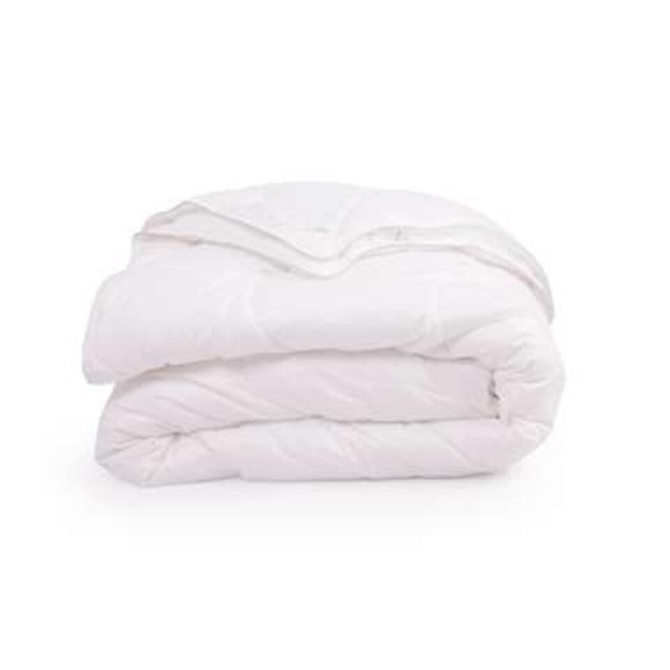 Couette en coton naturel. La couette Amsterdam de Walra est particulièrement faite pour une utilisation dans une chambre à coucher à température modérée.