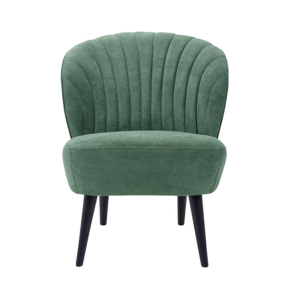 Le fauteuil Ventura est très rétro. Ce fauteuil est revêtu d'un tissu vert foncé élégant. Les pieds noirs sont très stylés.