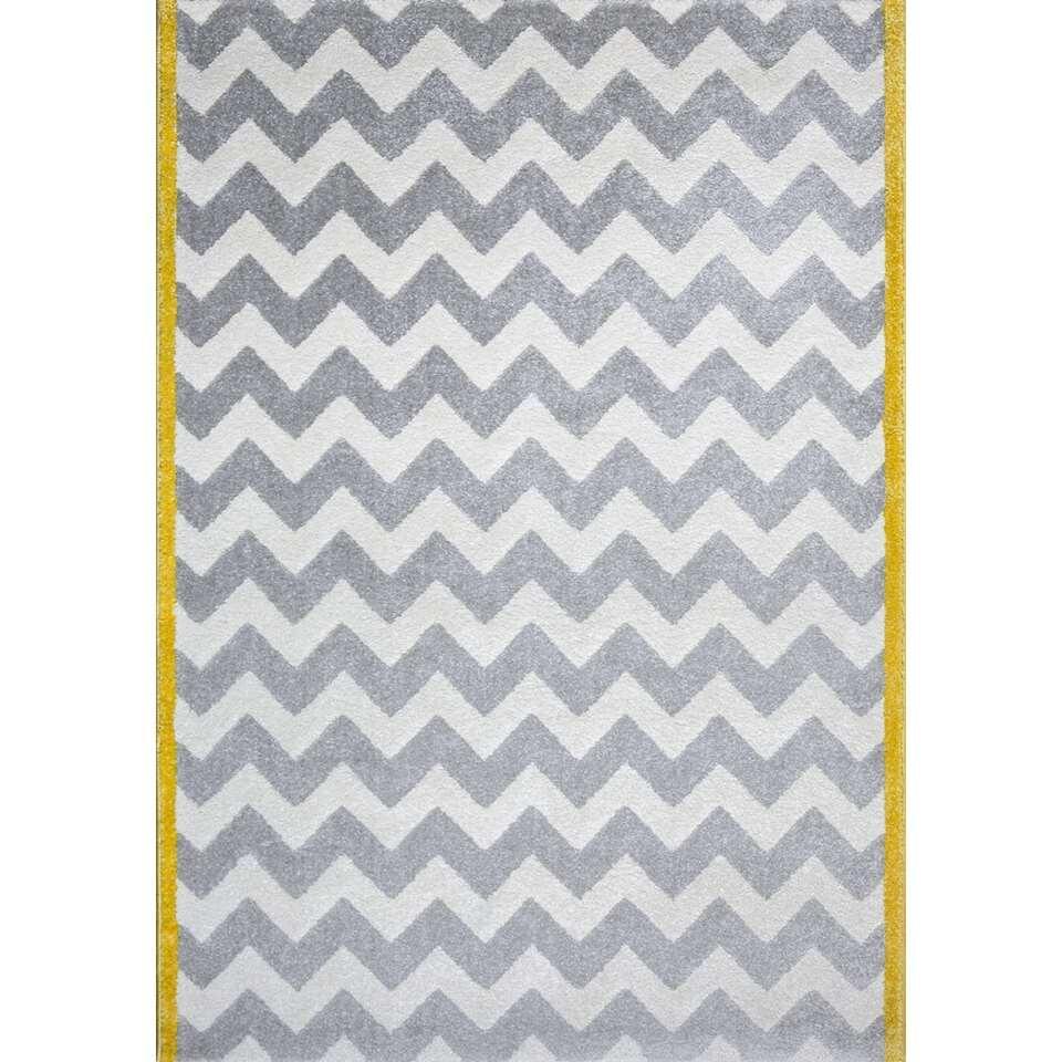 Dit tapijt met Scandinavische accenten staat in de slaapkamer van groot en klein. Afmeting: 120x170 cm.