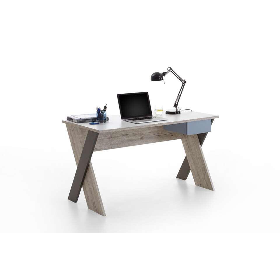 Bureau Nona is een modern bureau. Het bovenblad is wit, de lade is blauw en het onderstel heeft een  zandkleur gecombineerd met donkerbruin.