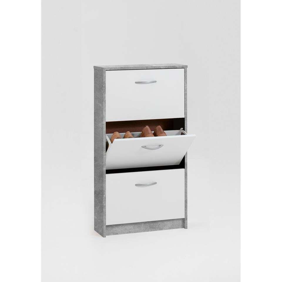 L'armoire à chaussures Step est une armoire pratique au design moderne. L'armoire offre énormément de place de rangement.