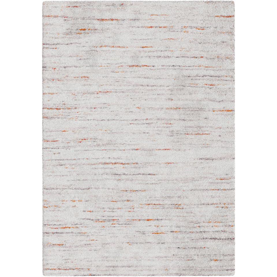 Tapijt Pomonte heeft een modern streepdessin waarin neutrale grijstinten afgewisseld worden met subtiele kleuraccenten. Het tapijt is geïnspireerd op de rijke sherpacultuur en heeft een afmeting van 120x170 cm.