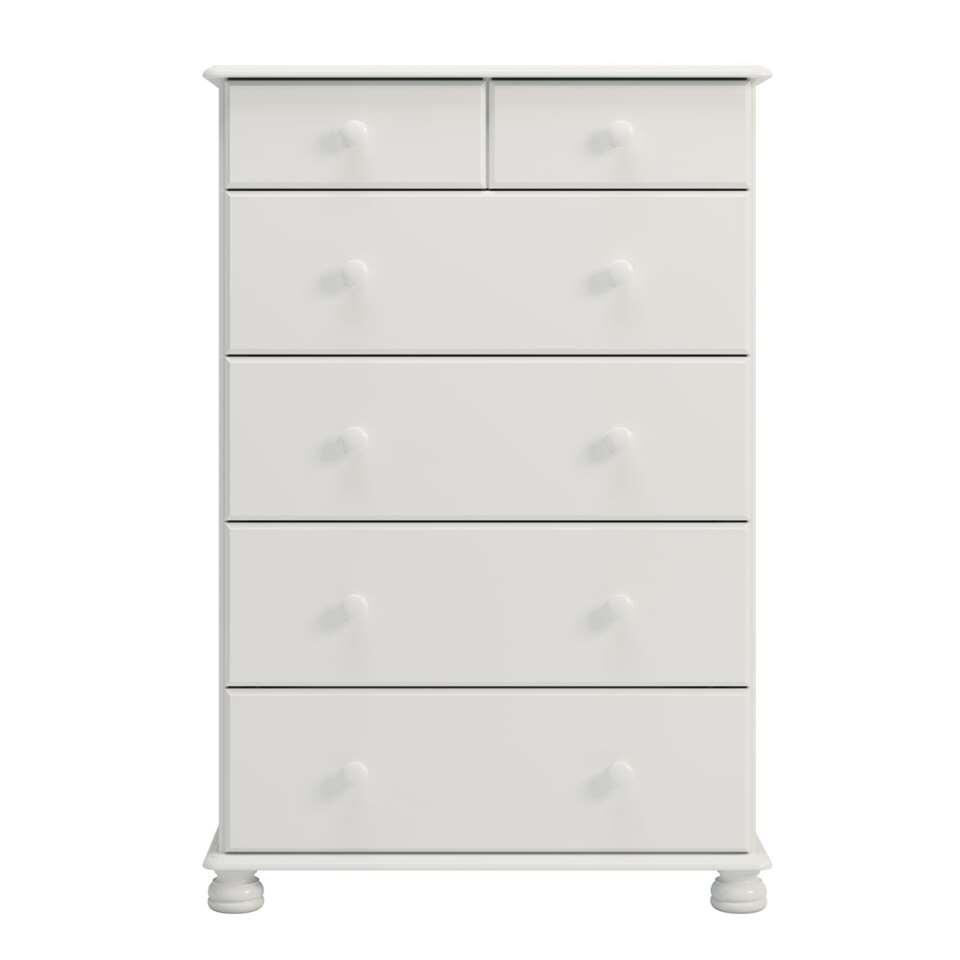 La commode Richmond est un rangement blanc en bois au look rustique remarquable. On le voit par les détails des pieds et les boutons sur les tiroirs.
