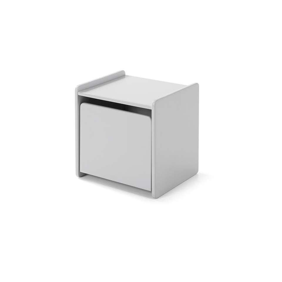 Vipack table de nuit grise Kiddy contient une porte. Le petit rangement de la collection Kiddy est fait d'une combinaison de MDF et pin massif.