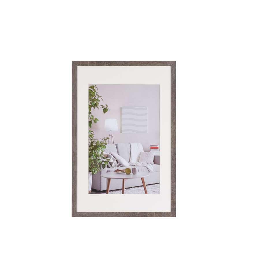 Le cadre de photo Moderne 40x60 cm gris foncé de Henzo est un cadre de photo contemporain pour chaque type d'intérieur. Passe-partout inclus. Disponible en plusieurs couleurs.