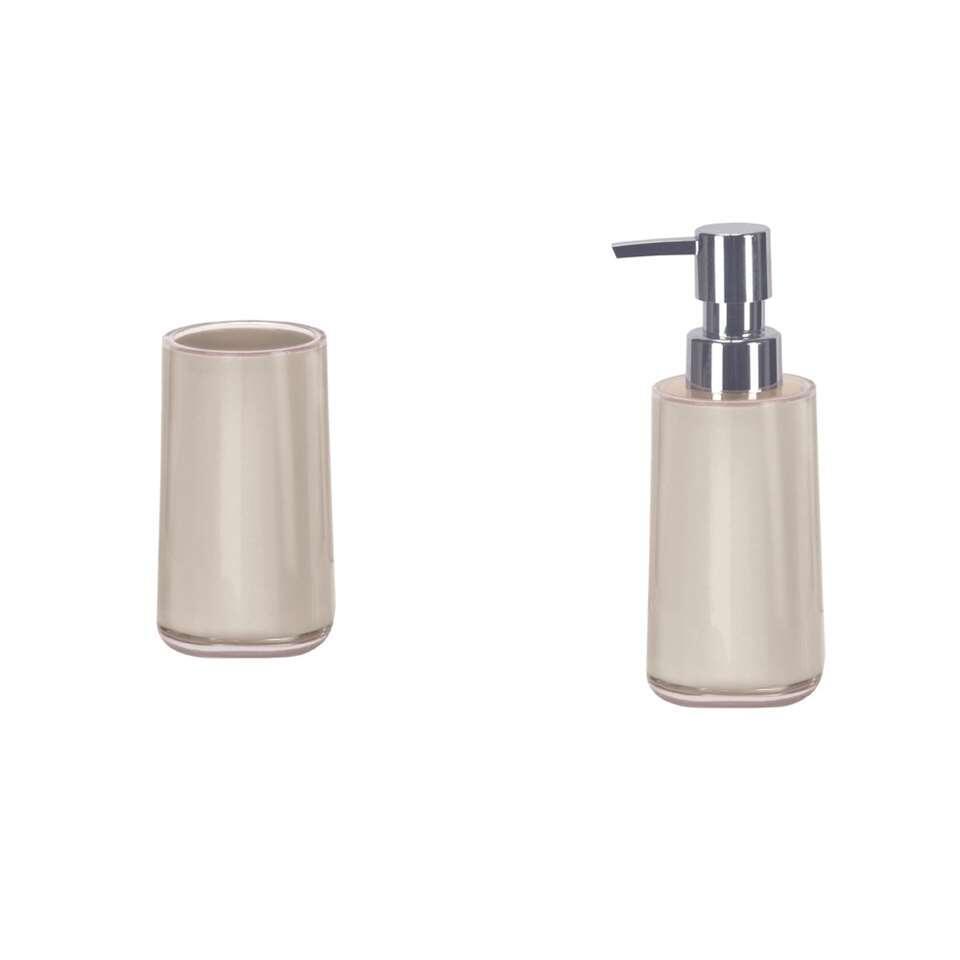 L'ensemble salle de bains Mable de Kleine Wolke crée du calme et de l'hygiène dans la salle de bains. Cet ensemble comprend un distributeur de savon et un gobelet pour votre brosse à dents.
